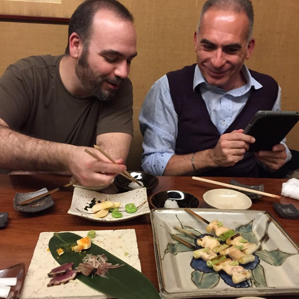 モーダマニア(modaMania)iPhone(アイフォン)ケースで使われる本革(ベジタブルタンニンレザー)の職人(タンナー)
