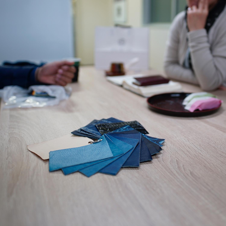 スクモレザー(sukumo leather)藍染の牛革・本革